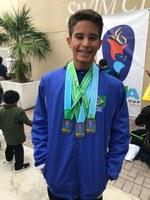 Aluno do 8º ano é premiado como destaque de Natação pelo Best Swimming
