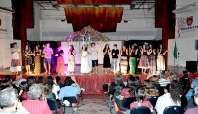 Alunos do 3º ano do Ensino Médio realizam 11º Sarau Bennett