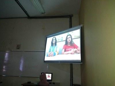 Aulas de História viram assunto de telejornal na turma do 8º ano