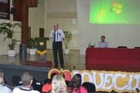 Estudantes participam de palestra que orienta sobre o uso indevido de drogas